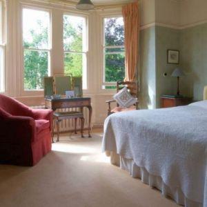 Bild Eines der liebevoll eingerichteten Gästezimmer