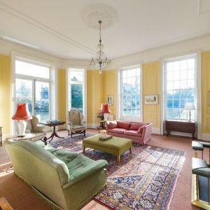 Bild Die lichtdurchflutete Lounge des Herrenhauses