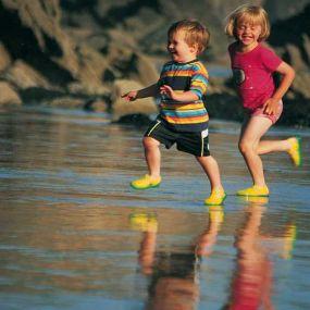 Auch in Schottland können die Kleinen an den Küsten toben