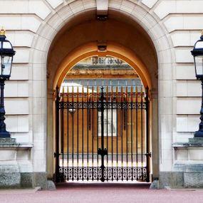 Besuchen Sie die Queen im Buckingham Palace - Busrundreise Südengland