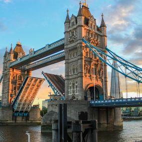 In London startet ihre Reise .... - Busreise Südengland