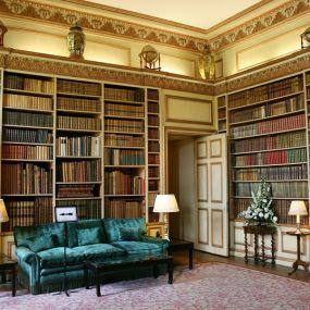 Bestaunen Sie die Bibliothek des Leeds Castle auf Ihrer Busrundreise