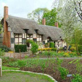 Blumenumrankte Cottages prägen das Bild Südenglands