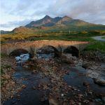 Dramatische Felslandschaften prägen das Bild der Hebriden