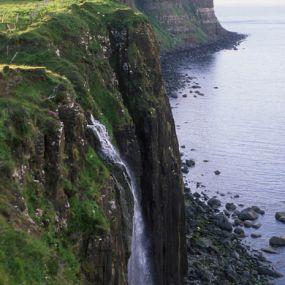 Raue Felsen an der Küste - Schottland Rundreise