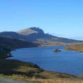 Glasklare Lochs prägen das Bild Schottlands