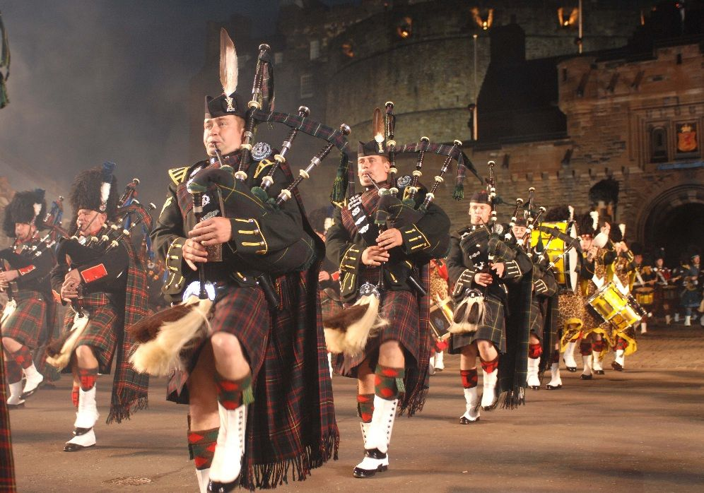 Erleben sie das military tattoo 2018 live 3 tage for Royal edinburgh military tattoo