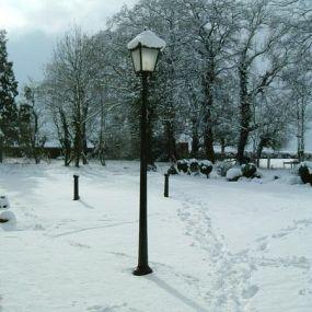 Der Garten des Country Houses im Winter