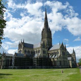 Die Salisbury Kathedrale. Erklimmen Sie die 332 Treppen des höchsten Turm Englands!