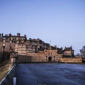 Spüren Sie die mittelalterliche Atmosphäre in und um das Edinburgh Castle!