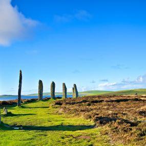 Der neolithische Steinkreis 'Standing Stones of Stenness'.